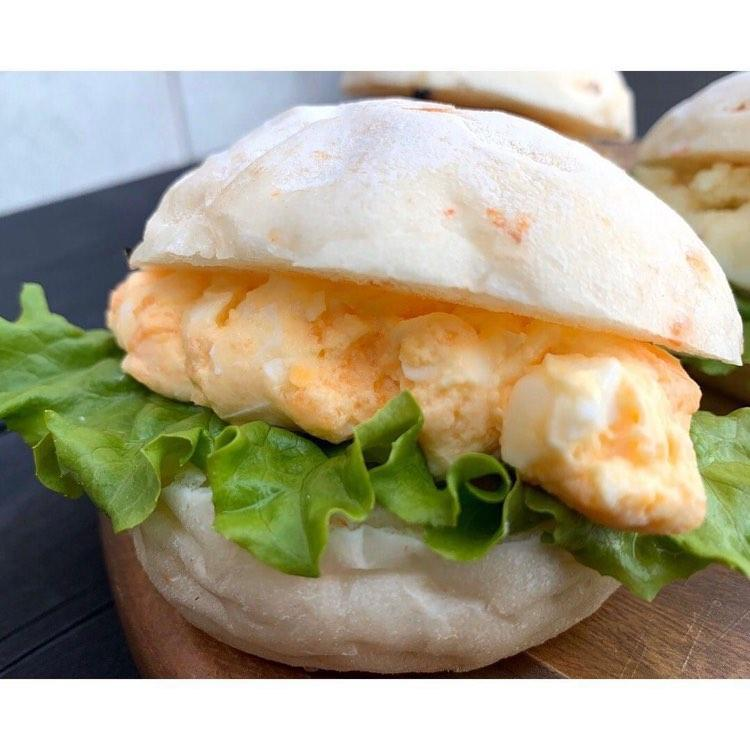野洲市の湖魚食品販売店「ビワコドーターズ」が提供する「琵琶湖のえびパン」