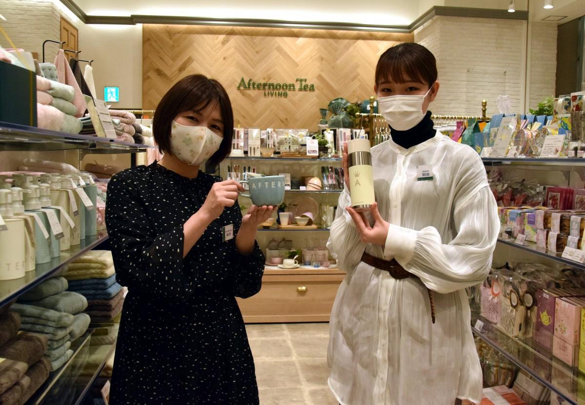 アフタヌーンティーリビング イオンモール草津の嶋田店長とスタッフ