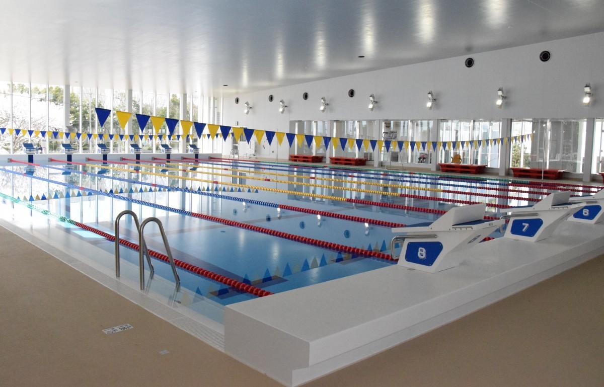 温水プールは8レーンあり、試合も開催できる