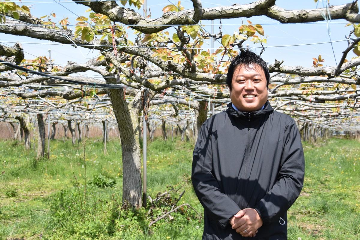 琵琶湖もりやまフルーツランドを運営する上野和人さん