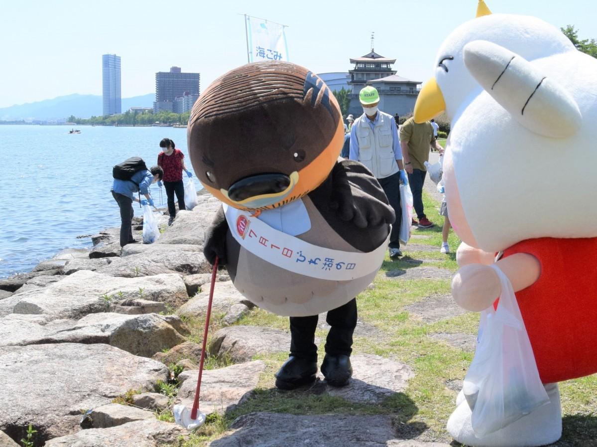 野洲のおっさんカイツブリ」 ごみゼロの日に琵琶湖一周ごみ拾い行脚をスタート - びわ湖大津経済新聞