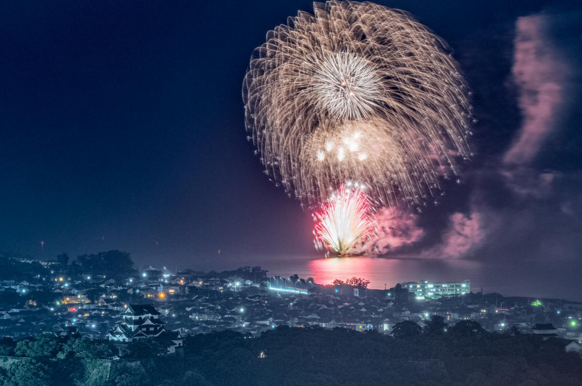 「非密の花火大会」2020年7月に彦根で打ち上げられた花火【写真提供:小島尚和】