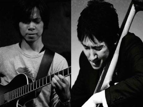 堀江さん(左・ギター)と黒木さん(右・コントラバス)