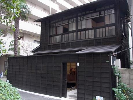 路地に建つ小石川大正住宅