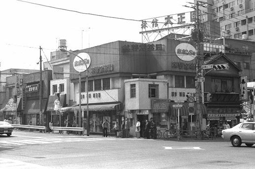 1977(昭和52)年の本郷三丁目交差点(写真提供=文京ふるさと歴史館)