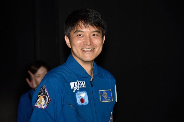 宇宙飛行士・大西卓哉さん、「TeNQ」に来館 来館者と記念撮影も