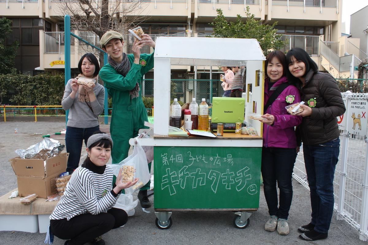実行委員の高浜さん夫妻、中崎さん、倉持さん、青木さん(左から)