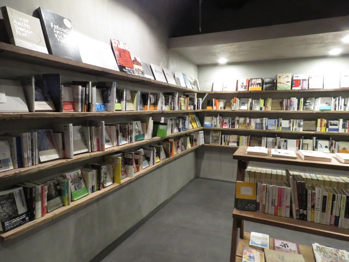 建築設計事務所に併設の書店「プラトーブックス」