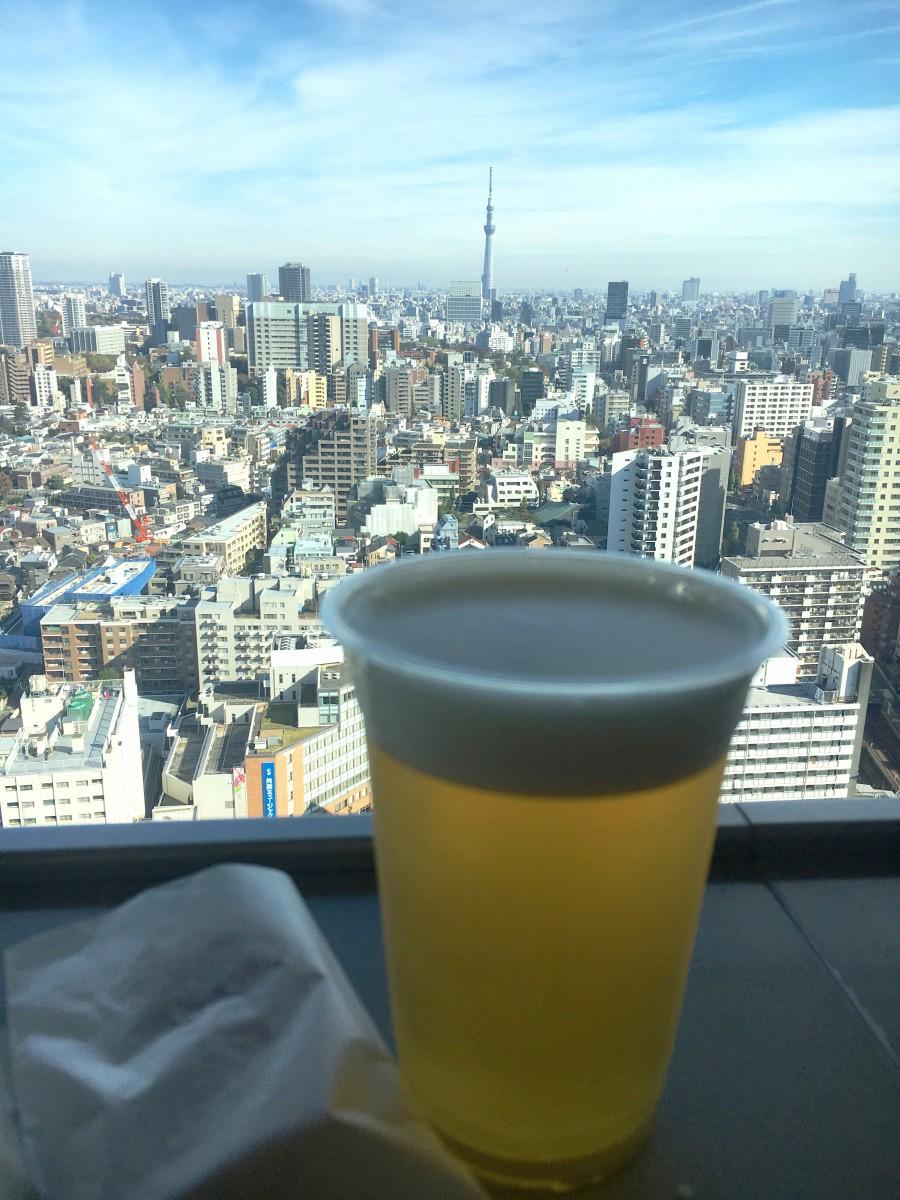 文京シビックセンター25階展望ラウンジからの眺望とビール