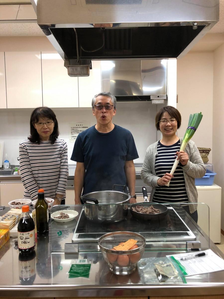 「おたがいさま食堂せんごく」運営メンバーの中村成一さん夫妻(左・中)と倉持歩さん(右)