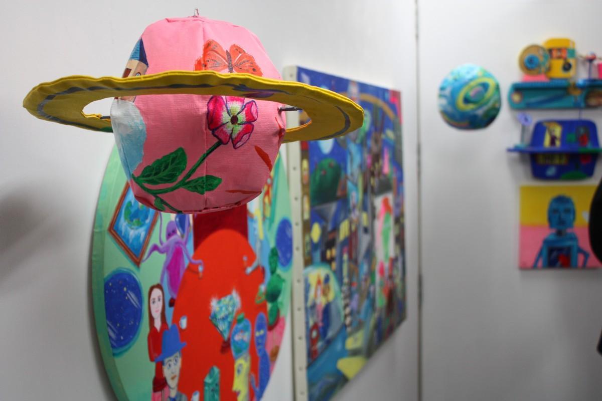 宇宙をイメージした立体作品も並ぶ「Mystery Planet(ミステリー・プラネット)」展示の様子
