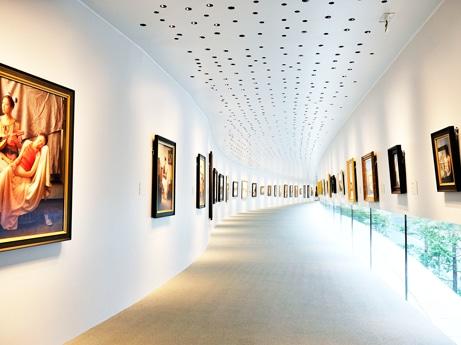 ホキ美術館回廊型のギャラリー