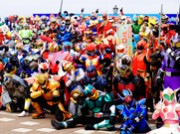 千葉で「ローカルヒーロー祭」 全国から350体以上集結、ヒーローと綱引きも