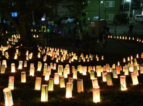 公園を灯る手作り灯籠