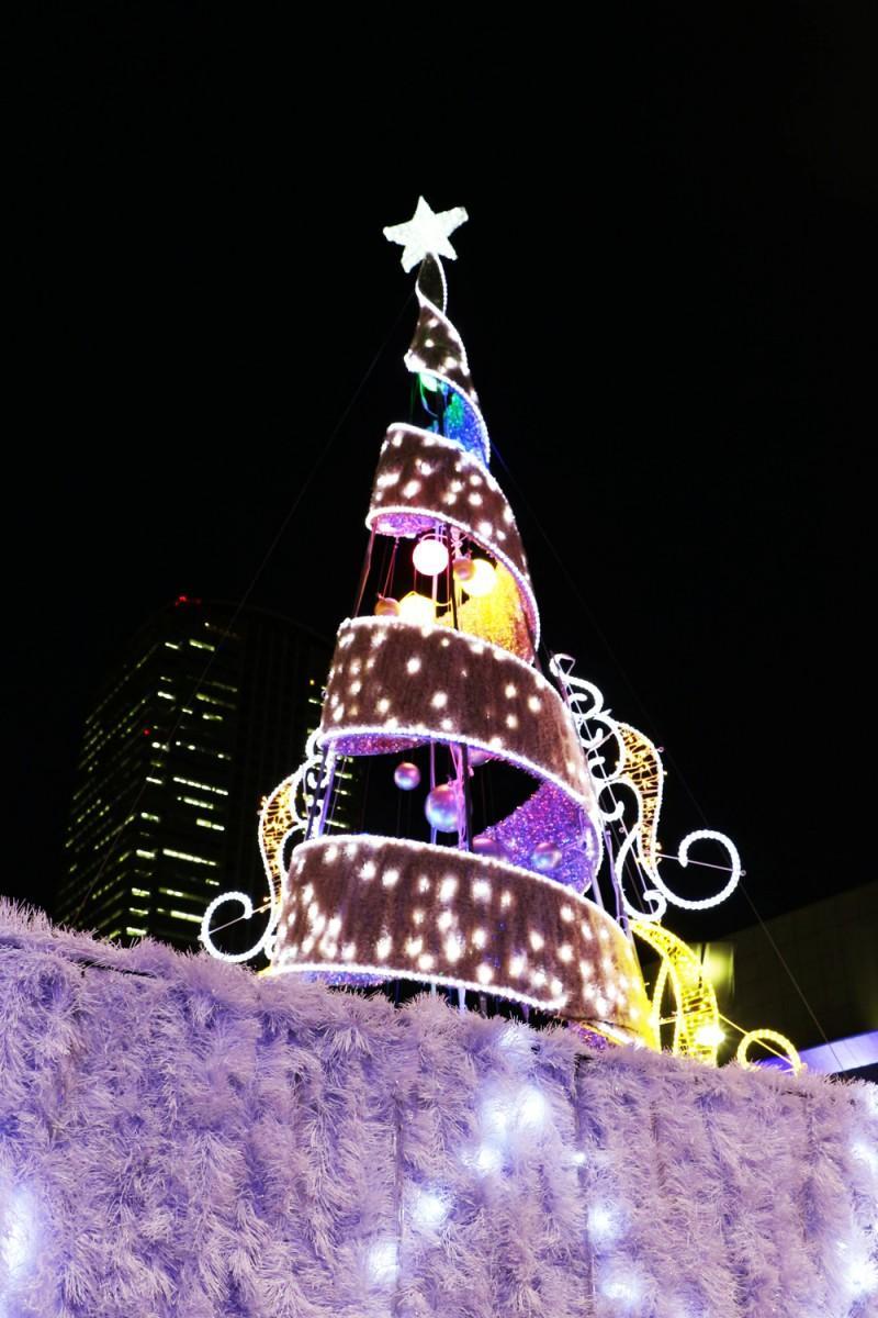 来場者を迎える「クリスマスツリー」
