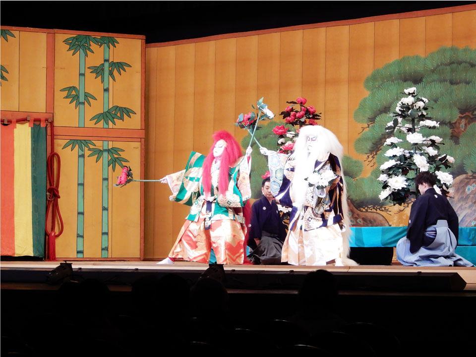 昨年のこども歌舞伎公演舞台の様子(長唄 連獅子)