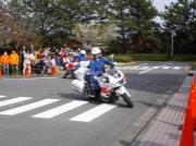 千葉の交通公園で「よい子の交通安全教室」 チーバくん、白バイとの記念撮影も