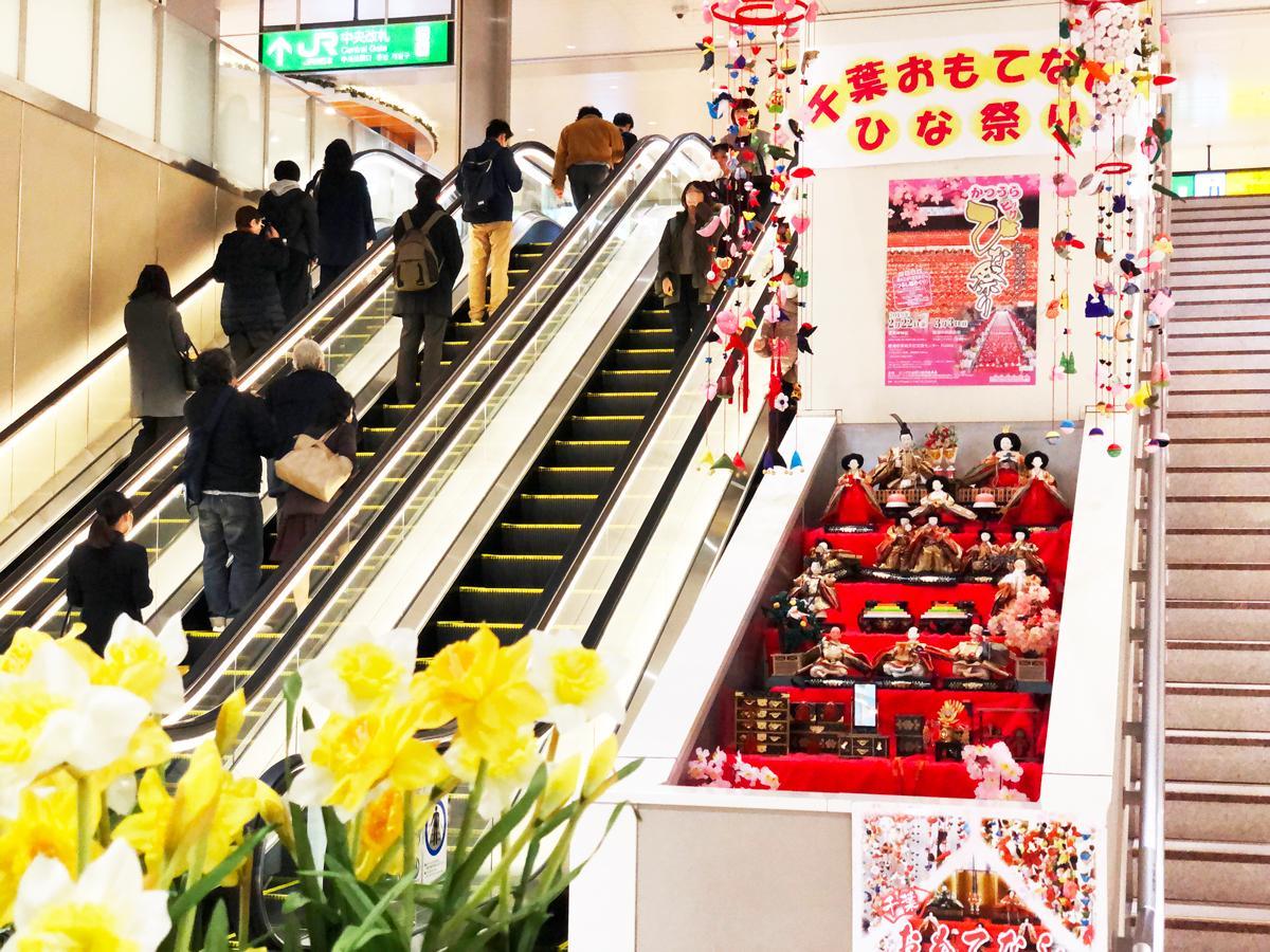 千葉駅に飾られたひな人形