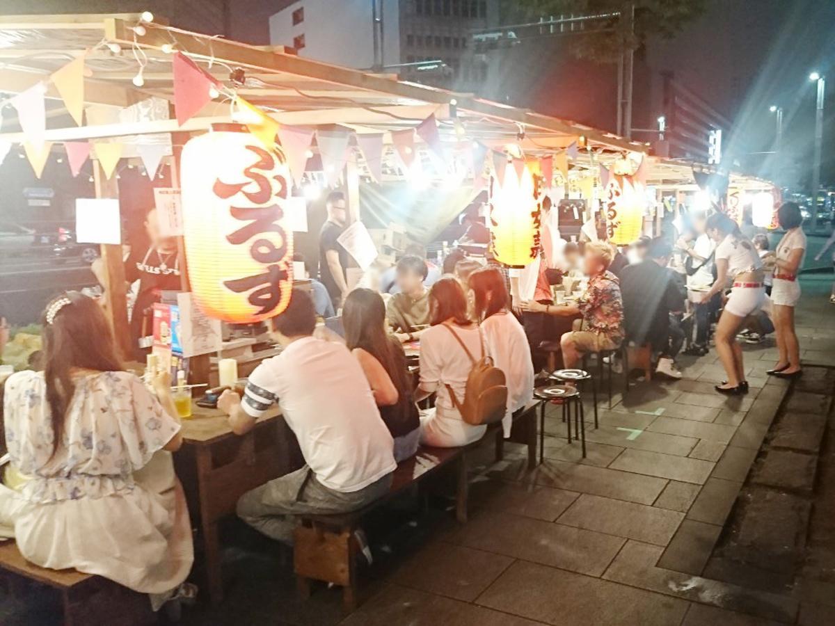 屋台が並ぶ千葉駅前大通り(過去開催の様子)