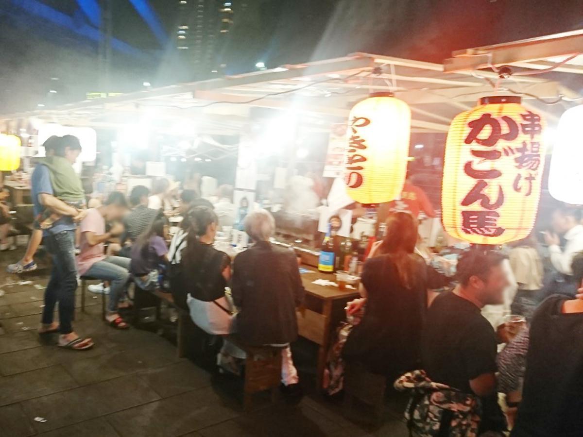 にぎわうを見せる千葉駅前大通りの屋台(過去開催の様子)