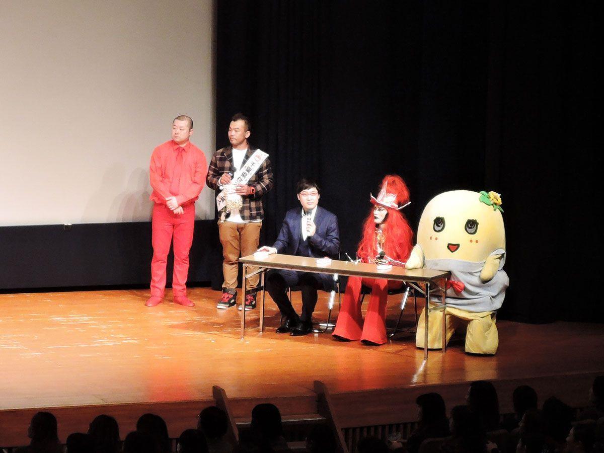 左から「もぐもぐピーナッツ」、山里さん、JAGUAR(ジャガー)さん、ふなっしー