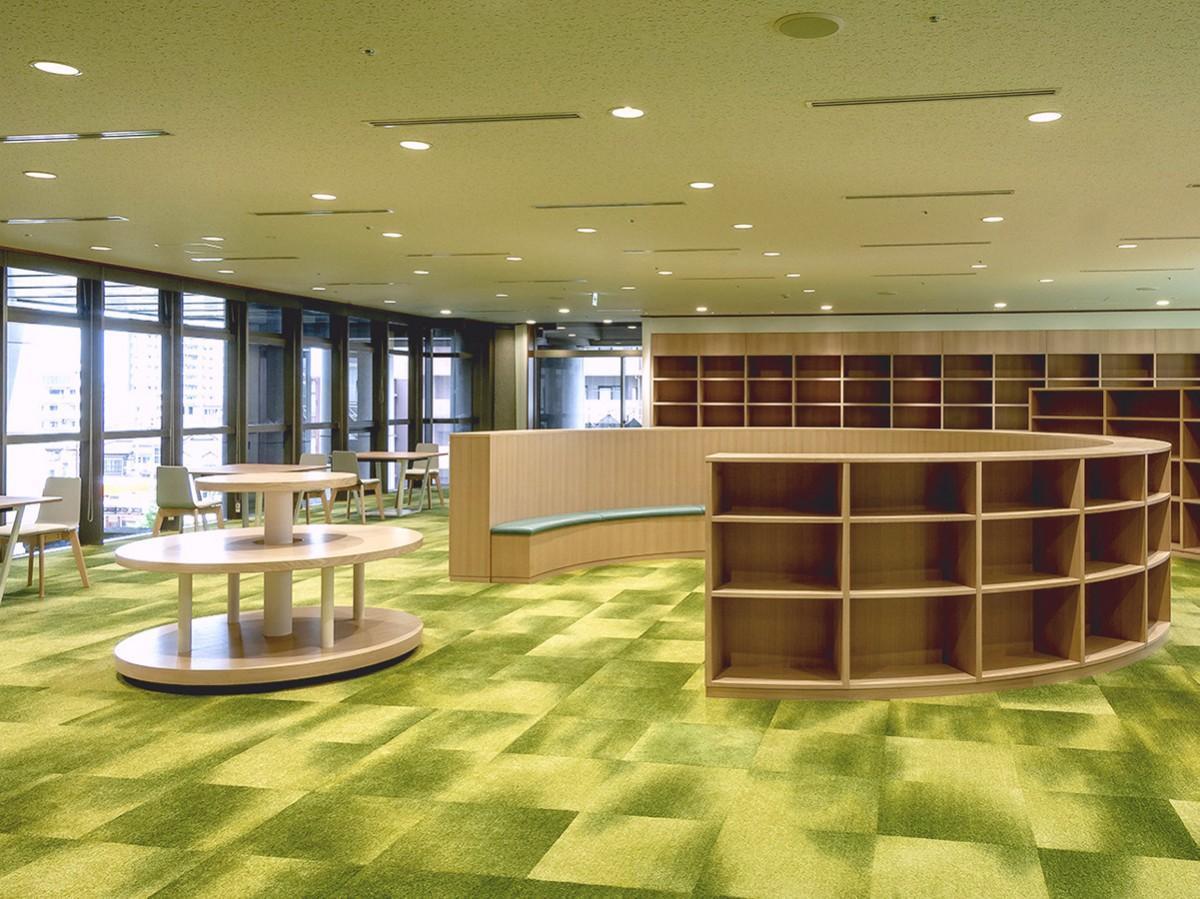 新設された図書室(びじゅつライブラリー)