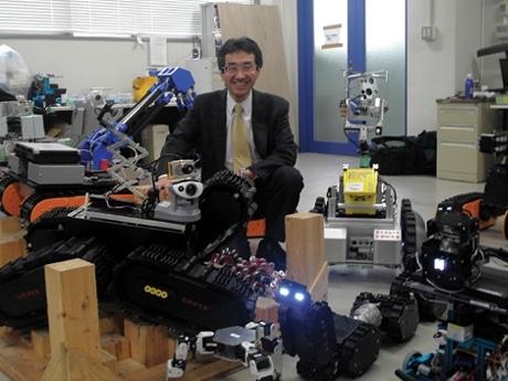 松野文俊教授とレスキューロボット
