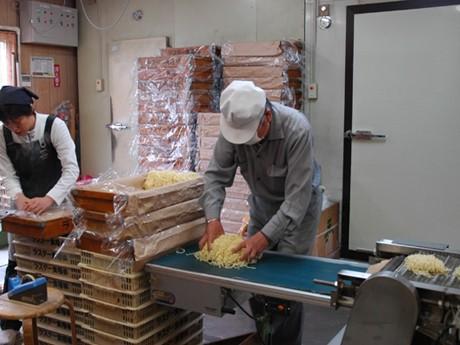 製めん会社「ラスター食糧」の工場内