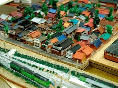 調布の旧上布田地区のメンバーが制作した昭和20年代の調布駅近隣の街並みを復元したミニチュア模型