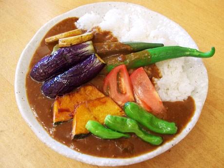 調布の地元野菜を使った「野菜カレー」(750円)