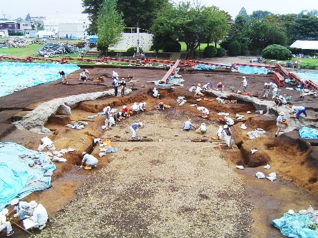 下原(しもはら)・富士見町遺跡の発掘風景