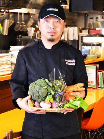 野菜教室「アカデミックレストラン」を開催する「カムラッド」林卓社長