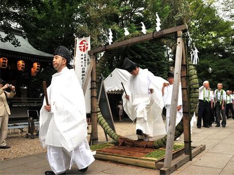 6月25日に布多天神で「夏越大祓(なつごしのおおはらえ)」が開催される。