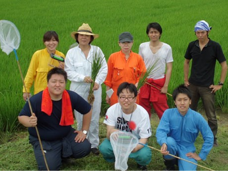 明治から続く老舗米店の社員自ら米作りをする「山田屋田んぼプロジェクト」のメンバー。