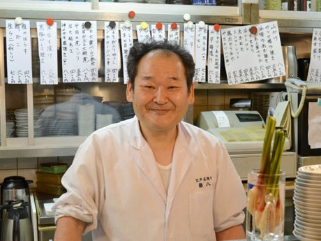 50周年を迎えた、居酒屋「銀八」。写真は社長の鳥居龍夫さん。