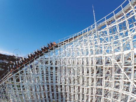 よみうりランドの名物アトラクション・巨大木造コースター「ホワイトキャニオン」