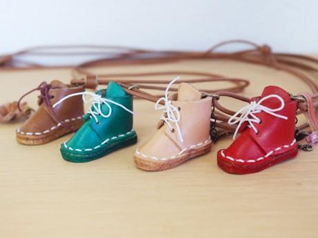「レザーポケット」で販売される「ミニミニ革靴のペンダント」(900円~)