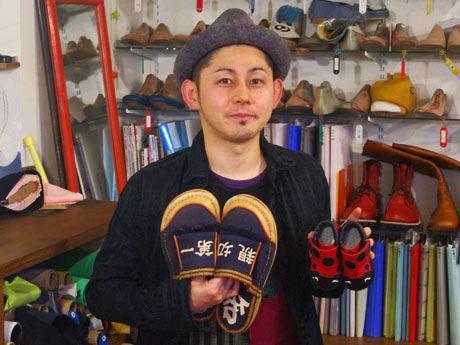 関口善大さんと関口さんの製作した靴
