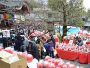 調布・深大寺で恒例「だるま市」-日本三大だるま市