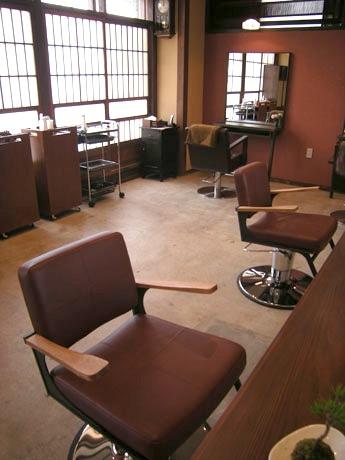 和の空間を演出する美容室「nagomi hanare」店内の様子