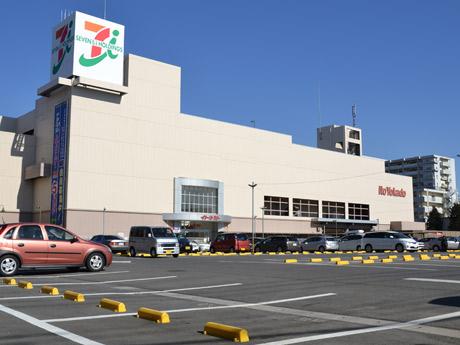 専門店街の増築が予定されているイトーヨーカドー国領店の西側駐車場