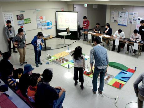 電通大「調布祭」で開催する「小中学生ロボットアイデアコンテスト」昨年の様子