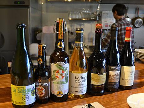 スパークリングを含め常時100種類以上のワインを貯蔵するワインバー「casa cobori」