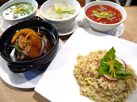 右下から時計回りで、ワサビ香るリゾット炒飯、自家製調味料を使った豚角煮、緑のスムージースープ、豆乳のクラムチャウダー、サンミネストローネ