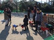 調布・欧風庭園で期間限定「ドッグガーデン」 早春の花楽しみながら愛犬と遊んで