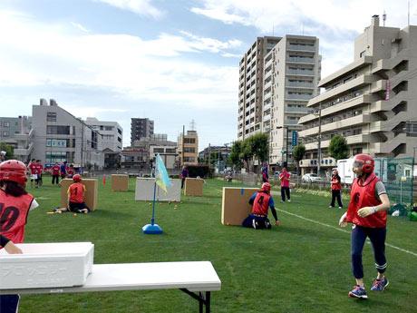 7人でチームを組んで対戦する日本発祥のスポーツ「スポーツ雪合戦」