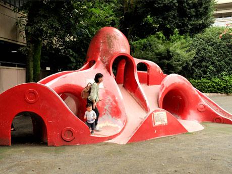 公園のシンボルであるタコの滑り台