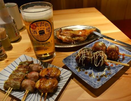 調布・百店街に博多串焼きともつ鍋の居酒屋 一手間かけた大衆料理で