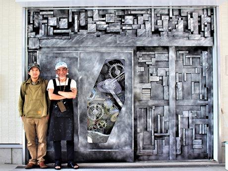 「点と未来デザインラボラトリー」師井栄治さん(右)とLittle Woodyさん(左)