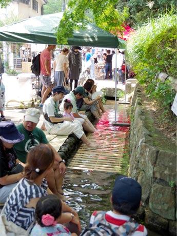 深大寺の冷たい湧き水を利用した足水ブース